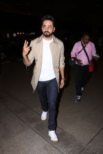 Ayushman khurana spotted at airport on 25th Oct 2017 (7)_59f2d166da244.JPG