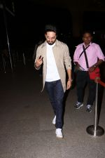 Ayushman khurana spotted at airport on 25th Oct 2017 (9)_59f2d16979855.JPG