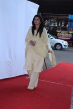 Bhagyashree at prayer meeting of Ram Mukherjee on 25th Oct 2017 (8)_59f2cdc0da9fe.JPG