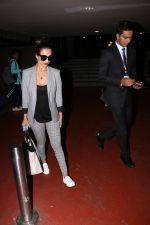 Malaika Arora Khan spotted at airport on 25th Oct 2017 (23)_59f2d1ad1fb45.JPG