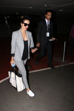 Malaika Arora Khan spotted at airport on 25th Oct 2017 (25)_59f2d1afd475b.JPG