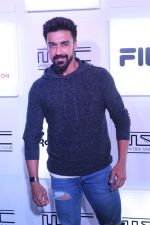 Aashish Chaudhary at Myntra Sneaker Club Organise Pub Crawl on 27th Oct 2017 (89)_59f438bf76776.JPG