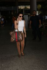 Ameesha Patel Spotted At Airport on 28th Oct 2017 (20)_59f46a344ca9d.JPG