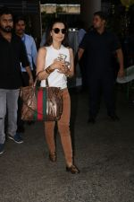 Ameesha Patel Spotted At Airport on 28th Oct 2017 (8)_59f46a24511ad.JPG