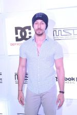 Tiger Shroff at Myntra Sneaker Club Organise Pub Crawl on 27th Oct 2017 (104)_59f43a4a988a6.JPG