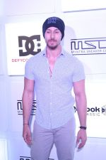 Tiger Shroff at Myntra Sneaker Club Organise Pub Crawl on 27th Oct 2017 (105)_59f43a4b358a7.JPG