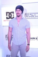 Tiger Shroff at Myntra Sneaker Club Organise Pub Crawl on 27th Oct 2017 (106)_59f43a4bd4a33.JPG