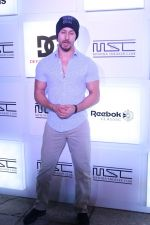 Tiger Shroff at Myntra Sneaker Club Organise Pub Crawl on 27th Oct 2017 (107)_59f43a4c705e7.JPG