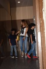 Suzanne Khan with Hritik Roshan & family spotted at pvr juhu on 29th Oct 2017 (9)_59f6cab5778a9.JPG