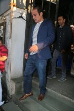 Akshaye Khanna with Itefaq Team Spotted At Korner House on 30th Oct 2017 (19)_59f81db18c050.JPG