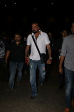 Sanjay Dutt Spotted At Airport on 30th Oct 2017 (15)_59f8193c1cd46.JPG
