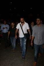 Sanjay Dutt Spotted At Airport on 30th Oct 2017 (18)_59f8194014e2f.JPG