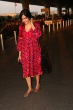 Adah Sharma Spotted At Airport on 1st Nov 2017 (9)_59fac9051931f.JPG