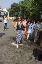 Gauri Khan Way To Alibaug 1st Nov on 2nd Nov 2017 (1)_59faf18512bfe.jpg