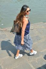Gauri Khan Way To Alibaug 1st Nov on 2nd Nov 2017 (2)_59faf189d924f.jpg