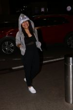 Neha Kakkar ,Tony Kakkar & Sonu Kakkar Spotted At Airport on 1st Nov 2017 (2)_59face054fd16.JPG