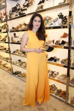 Sagarika Ghatge at the Inauguration Of The New Inc.5 Store on 1st Nov 2017 (10)_59face22afb1b.JPG