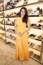 Sagarika Ghatge at the Inauguration Of The New Inc.5 Store on 1st Nov 2017 (14)_59face24eeac2.JPG