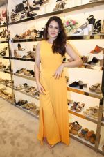 Sagarika Ghatge at the Inauguration Of The New Inc.5 Store on 1st Nov 2017 (15)_59face259a7de.JPG