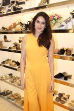 Sagarika Ghatge at the Inauguration Of The New Inc.5 Store on 1st Nov 2017 (19)_59face27f3035.JPG