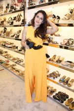 Sagarika Ghatge at the Inauguration Of The New Inc.5 Store on 1st Nov 2017 (25)_59face2b8c6c0.JPG