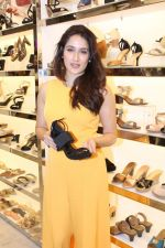 Sagarika Ghatge at the Inauguration Of The New Inc.5 Store on 1st Nov 2017 (26)_59face2c20859.JPG