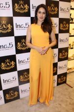 Sagarika Ghatge at the Inauguration Of The New Inc.5 Store on 1st Nov 2017 (30)_59face2e58400.JPG