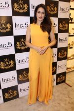Sagarika Ghatge at the Inauguration Of The New Inc.5 Store on 1st Nov 2017 (31)_59face2ee1b2a.JPG
