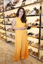 Sagarika Ghatge at the Inauguration Of The New Inc.5 Store on 1st Nov 2017 (9)_59face2229360.JPG