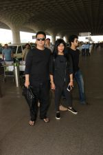 Sajid Nadiadwala with Family Spotted At Airport on 31st Oct 2017 (4)_59fabbc4a513d.JPG