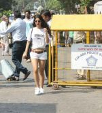 Suhana Khan Way To Alibaug 1st Nov on 2nd Nov 2017 (12)_59faf19fbb439.jpg