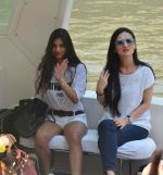 Suhana Khan Way To Alibaug 1st Nov on 2nd Nov 2017 (9)_59faf19e3c1ac.jpg