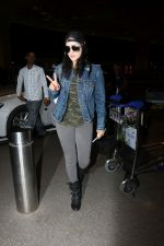Sunny Leone Spotted At Airport on 1st Nov 2017 (14)_59fad1ea6938b.JPG