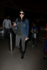 Sunny Leone Spotted At Airport on 1st Nov 2017 (23)_59fad1f1205d3.JPG