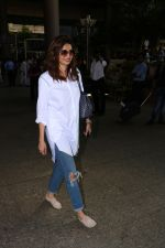 Karishma Tanna Spotted At Airport on 3rd Nov 2017 (6)_59fd947e508a7.JPG