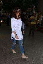 Karishma Tanna Spotted At Airport on 3rd Nov 2017 (9)_59fd94818e31c.JPG