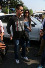 Sanjay Kapoor At Gateway Of India As They Return From Shahrukh Khan_s Birthday Party At Alibag on 2nd Nov 2017 (39)_59fd83154c15f.JPG