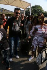 Sanjay Kapoor At Gateway Of India As They Return From Shahrukh Khan_s Birthday Party At Alibag on 2nd Nov 2017 (41)_59fd831674c4b.JPG