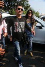 Sanjay Kapoor At Gateway Of India As They Return From Shahrukh Khan_s Birthday Party At Alibag on 2nd Nov 2017 (42)_59fd8317075f0.JPG