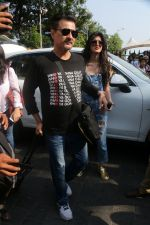 Sanjay Kapoor At Gateway Of India As They Return From Shahrukh Khan_s Birthday Party At Alibag on 2nd Nov 2017 (43)_59fd83178af90.JPG