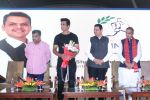 Sonu Sood & Devendra Fadnavis Support FIT INDIA Conclave on 3rd Nov 2017 (6)_59fd95760fb50.JPG