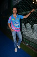 Rohit Roy at Yuva Mumbai VS Mumbai Heroes Cricket Match on 4th Nov 2017 (30)_59fee4e54afc3.JPG