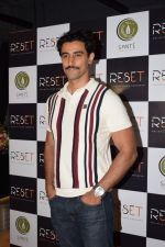 Kunal Kapoor at the Launch Of Fitness Centres Reset on 5th Nov 2017 (1)_5a0146bb0ba64.jpg