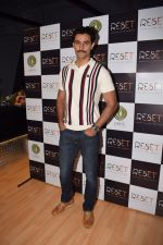 Kunal Kapoor at the Launch Of Fitness Centres Reset on 5th Nov 2017 (21)_5a0146bb97af4.jpg