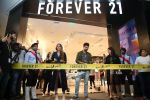 Karan Kundra and Anusha Dandekar launched Forever 21 store in Amritsar on 9th Nov 2017 (1)_5a04607ab8494.jpg