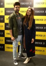 Karan Kundra and Anusha Dandekar launched Forever 21 store in Amritsar on 9th Nov 2017 (7)_5a0460b73aa12.JPG