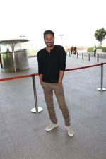 Prabhu Deva Spotted At International Airport on 9th Nov 2017 (12)_5a0460eed4565.JPG
