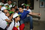 Sooraj Pancholi Celebrating His Birthday With Smile Foundation Kids on 9th Nov 2017 (50)_5a0464b7a6e4d.JPG