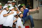 Sooraj Pancholi Celebrating His Birthday With Smile Foundation Kids on 9th Nov 2017 (51)_5a0464b841d0d.JPG