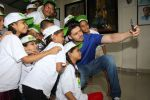 Sooraj Pancholi Celebrating His Birthday With Smile Foundation Kids on 9th Nov 2017 (52)_5a0464b8c308d.JPG